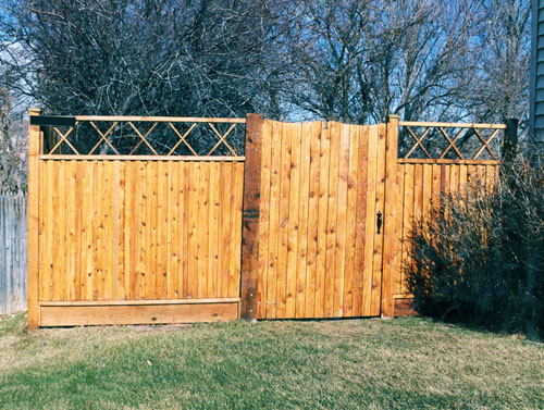 Fence with Decorative Top and Gate